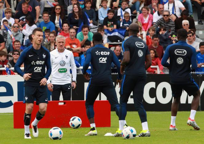 Didier Deschamps et les Bleus à l'entraînement, le 18 mai 2016, à Biarritz.