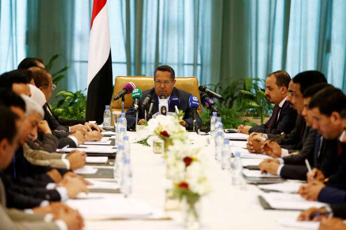 Le premier ministre yéménite Ahmed ben Dagher lors d'une conférence de presse à Riyad le 18 mai.