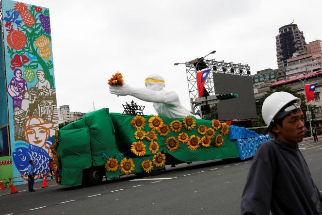 «Tout a commencé en mars 2014, lorsque les étudiants réunis au sein du « mouvement des tournesols » ont occupé le Parlement pendant vingt-deux jours»(Photo: manifestation du Mouvement des tournesols, à Taipei, le 18 mai).