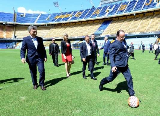 François Hollande en compagnie du président argentinMauricio Macri (à gauche) à Buenos Aires, le 25 février.