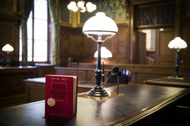 Un code civil, à la Cour de cassation, à Paris, la plus haute juridiction civile française, le 14 janvier.