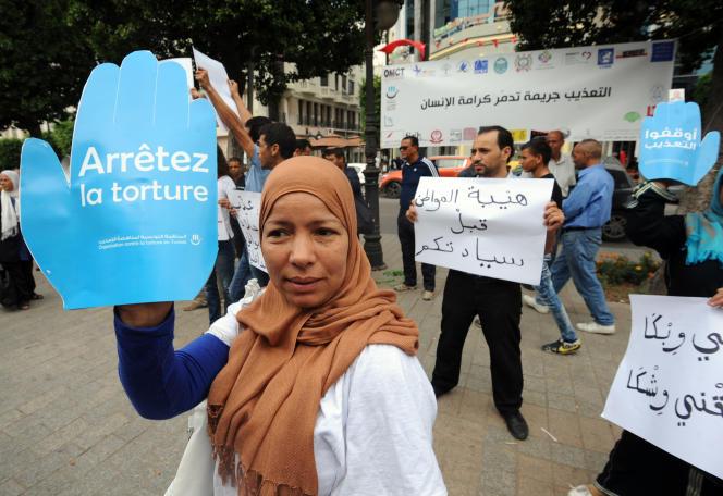 Manifstation contre la torture à Tunis en octobre 2014.
