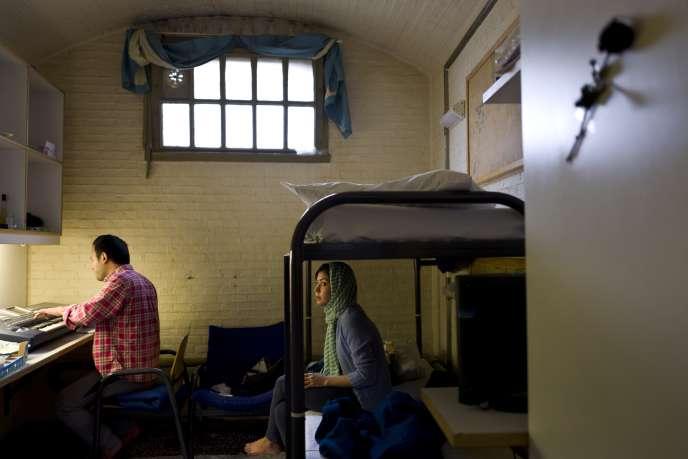 L'ancienne prison de De Koepel à Haarlem, aux Pays-Bas, accueille dorénavant des migrants.