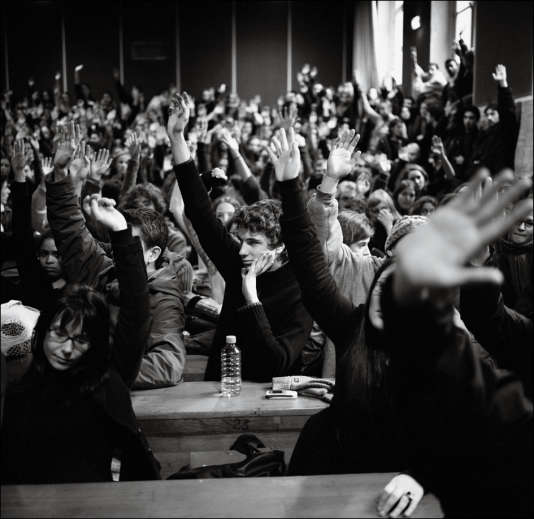 Entre février et avril 2006, étudiants et lycéens se mobilisent en masse contre le contrat première embauche (CPE).
