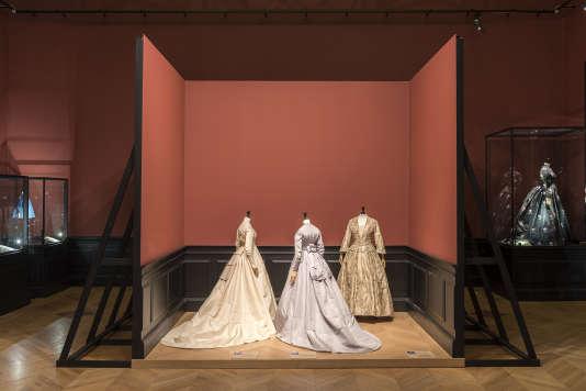Les robes de l'épouse du docteur Gachet et de George Sand.