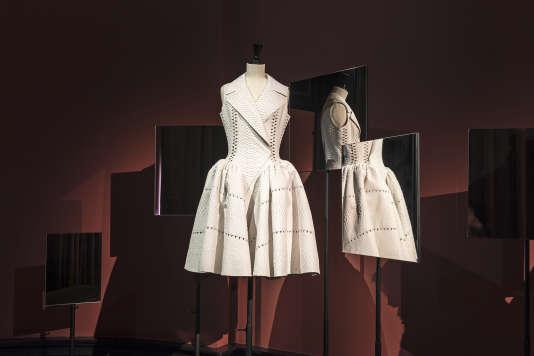 La robe préférée de la galeriste Carla Sozzani, en python blance, signée Azzedine Alaïa.