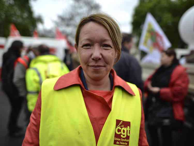Muriel, en CDI chez Manpower et élue (CGT) au comité d'entreprise. Muriel était dans la manifestation parisienne pour protester contre la loi travail et «éviter qu'elle ne passe en force», mais, ajoute-t-elle, a « très peu d'espoir».«Les intérimaires sont des employés jetables, on peut pas continuer comme ca.(...)J'ai voté blanc en 2012, je voterai blanc en 2017, sauf miracle.Je pense que c'est la plus grande force en France et il faut se battre pour le faire reconnaître !»
