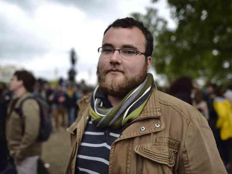 Emilien, 24 ans, professeur à Noisy-le-Sec, est présent dans le cortège parisien. «Ça me gêne le recours au 49.3, qui a été utilisé plusieurs fois sous le mandat de François Hollande.Je ne peux pas faire grève indéfiniment, j'ai aussi des élèves.Mais j'ai voté Hollande, j'attendais des avancées sociales.Pour 2017, j'hésite entre le Front de gauche et le vote blanc.Entre cette loi-là et le débat sur la déchéance de nationalité, je suis déçu définitivement du PS.»