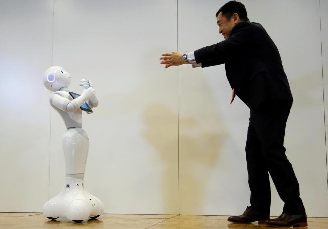 Le robot Pepper de Softbank en démonstration à Tokyo, le 19 mai 2016.