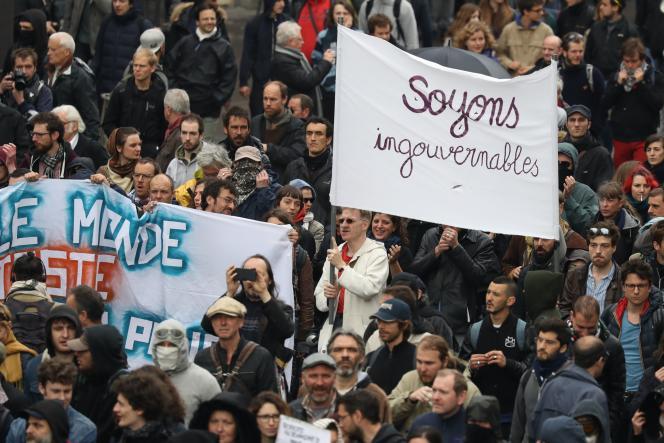 Des manifestants lors de la journée de mobilisation contre le projet de loi travail, le 19 mai à Paris.