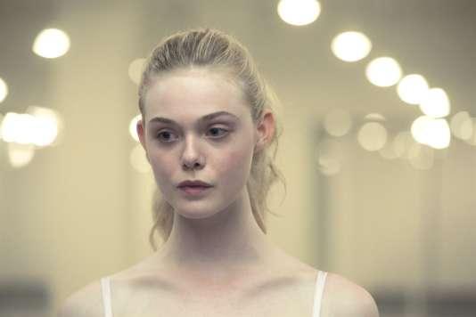Elle Faningdans le film danois, américain et français de Nicolas Winding Refn, « The Neon Demon ».