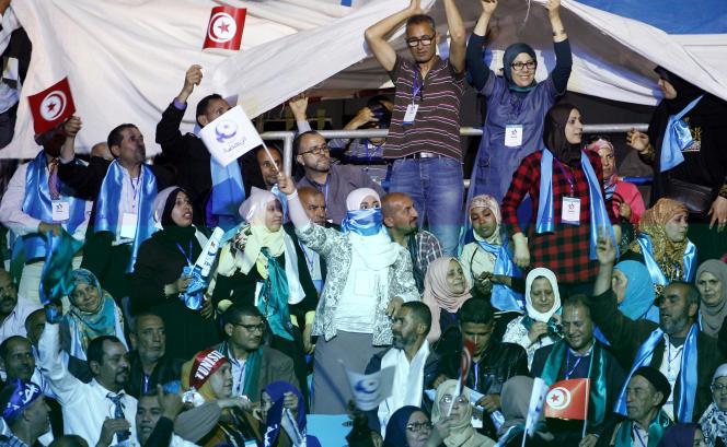 Des partisans d'Ennahda réunis à Tunis, vendredi 20 mai.