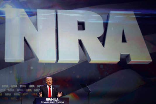 « Hillary la malhonnête est la candidate la plus anti-armes, la plus hostile au deuxième amendement de l'histoire. (...) Elle veut abolir le deuxième amendement. »
