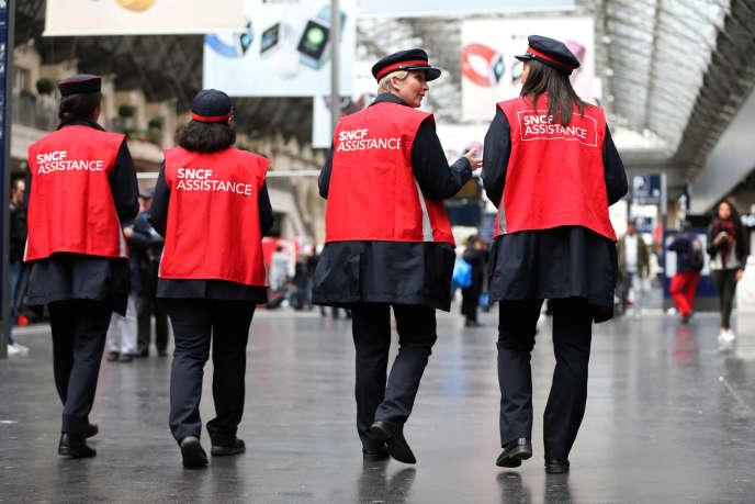 Des employées de la SNCF en mai 2016 à Paris.