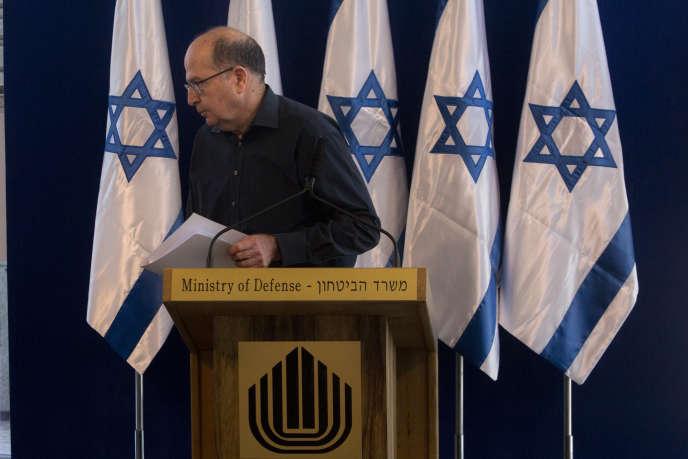 Le ministre de la défense Moshe Yaalon, lors d'une conférence de presse àTel Aviv, vendredi 20 mai.