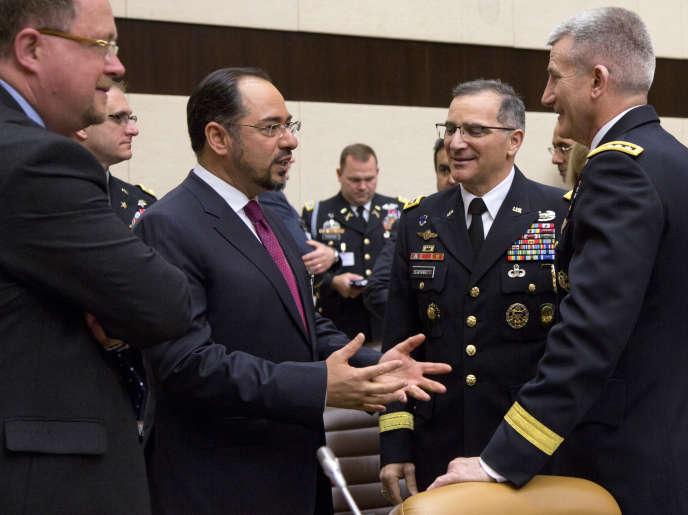 Le ministre des affaires étrangères afghan, Salahuddin Rabbani, et le commandant de la mission Soutien résolu de l'OTAN,John Nicholson, lors d'une réunion à Bruxelles, le 20 mai 2016.