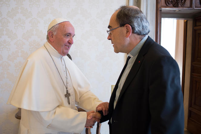 Le pape François et le cardinal Barbarin au Vatican, le 20 mai 2016.