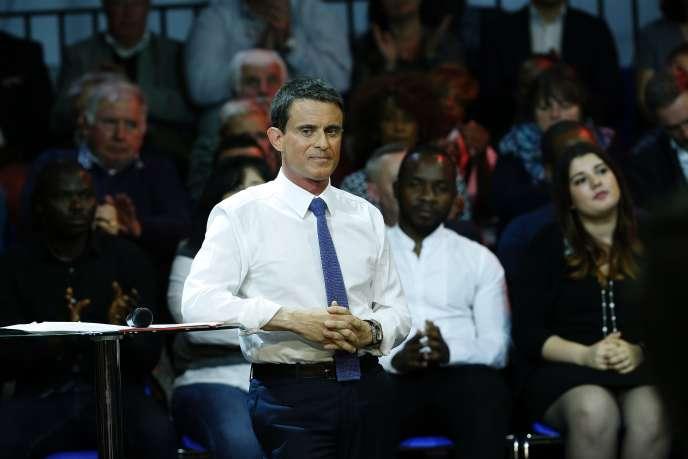Le Premier Ministre Manuel Valls lors d'un débat sur la jeunesse, à Évry, le 18mai.