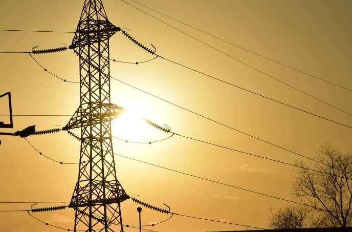 Selon RTE, gestionnaire du réseau national à haute tension, c'est l'occupation, par un groupe d'opposants au projet de loi travail, du poste de 225 000 volts de Saint-Malo-de-Guersac alimentant toute cette région, qui a entraîné la coupure.