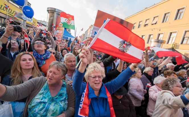 Supporters du Parti de la liberté d'Autriche (FPÖ), le 20 mai, à Vienne.