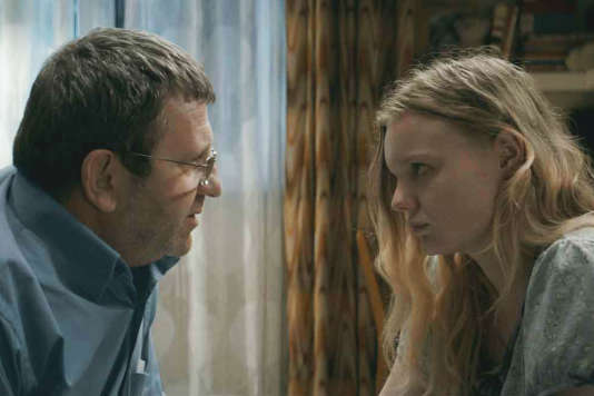 Adrian Titieni et Maria Dragus dans le film roumain deCristian Mungiu,« Baccalauréat».