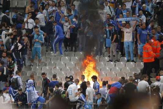 Des supporteurs de l'OM ont allumé des feux dans les tribunes du Stade de France après la finale de la Coupe de France, samedi21mai.