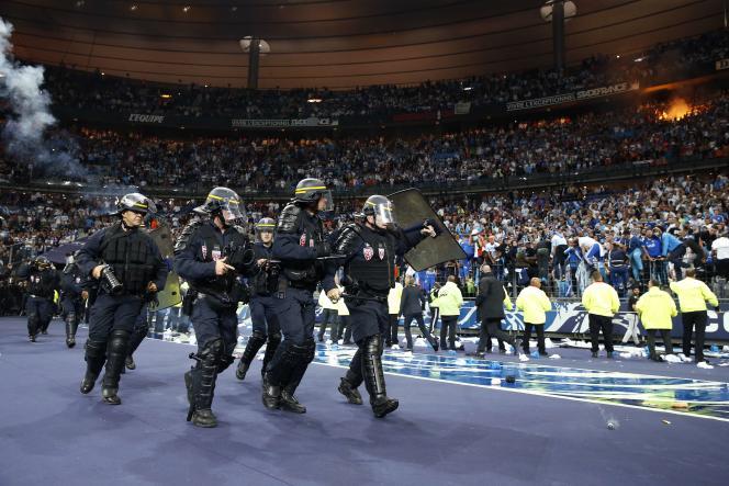 Des policiers lors de la finale de la Coupe de France PSG-OM.