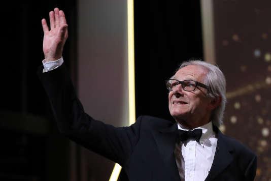 Ken Loach reçoit la Palme d'or pour« Moi, Daniel Blake», le 22 mai 2016 à Cannes