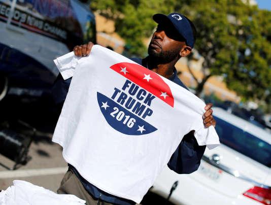 Un militant de la campagne de Bernie Sanders, le 21 mai 2016 à National City, en Californie.