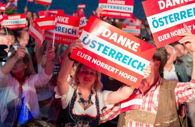 Partisans du FPO à Vienne dimanche 22 mai avant l'annonce des résultats de la présidentielle.