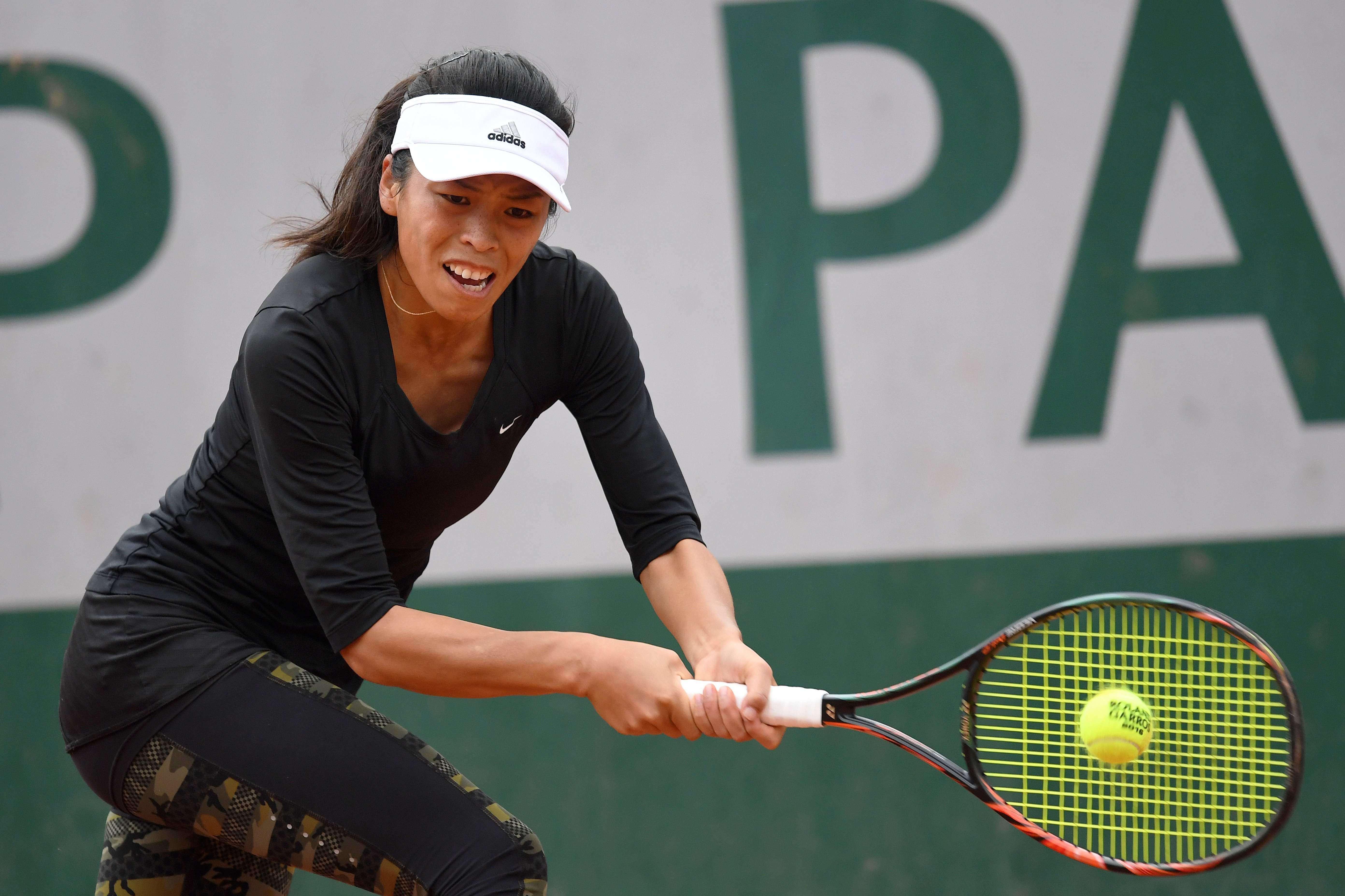 La Taïwanaise Su-Wei Hsieh, 83e mondiale, a été accrochée par l'EspagnoleLara Arruabarrena (147e) mais s'est finalement qualifiée pour le second tour (7-6 (8/6), 6-3).