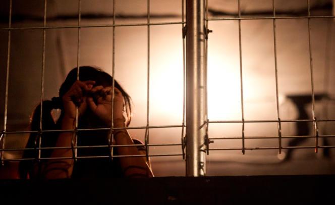 D., âgée de 15 ans, a été victime de trafic sexuel à Djakarta, en Indonésie, avant de s'échapper de la discothèque où elle était retenue et de retourner auprès de sa famille, à Bongor.