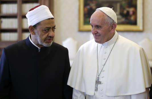 Le « message » à retenir de cette rencontre entre les deux hommes, qui se sont donné l'accolade, c'est « notre rencontre », a affirmé le pape François à la presse lundi 23 mai.