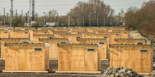 Construit par Médecins sans frontières et la municipalité, le camp de La Linière, à Grande-Synthe, a été inauguré au début de mars.