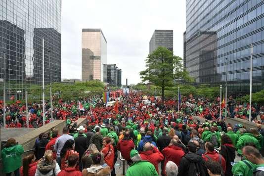 Les manifestants se rassemblent, mardi 24 mai, devant la gare du Nord à Bruxelles.