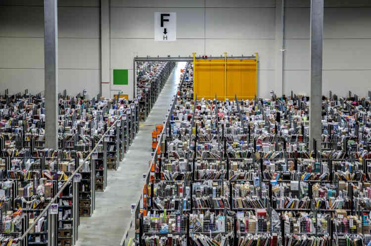 L'entrepôt Amazon de Lauwin-Planque.Au total, il y a 200 millions de références sur le site Amazon France.