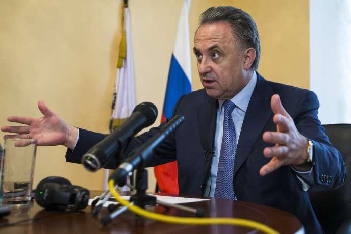 Le ministre des sports russe, Vilaty Mutko, lors d'une conférence de presse donnée après l'annonce du Comité olympique russe sur les quatorze joueurs contrôlés positifs en2008.