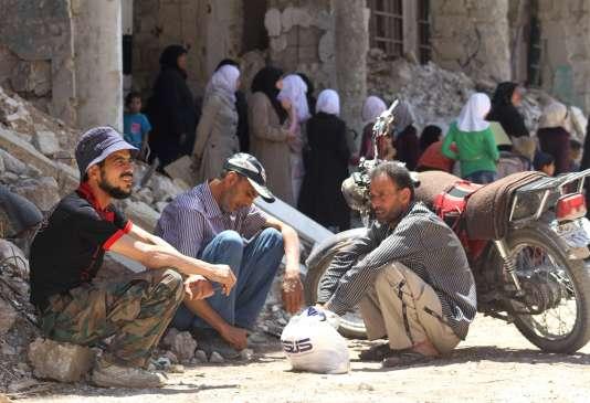 Le 23 mai, à Daraya, l'une des villes où a débuté l'opposition au régime de Bachar Al-Assad. Depuis fin 2012, elle est soumise à un siège du gouvernement. En dépit des appels de ses résidents, des Nations unies et d'organisations de défense des droits de l'homme, Damas refuse d'y autoriser le passage de convois humanitaires.