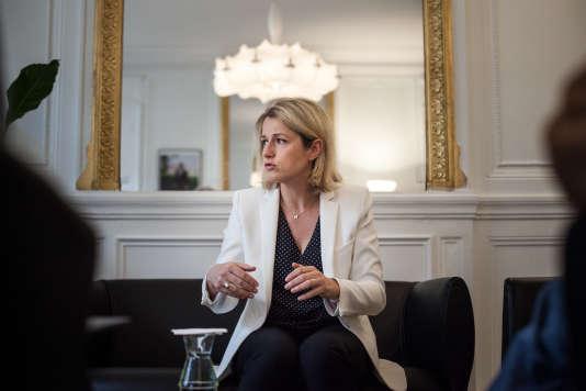 Barbara Pompili, la secrétaire d'Etat à la biodiversité, le 20 mai 2016 au ministère de l'écologie, à Paris.