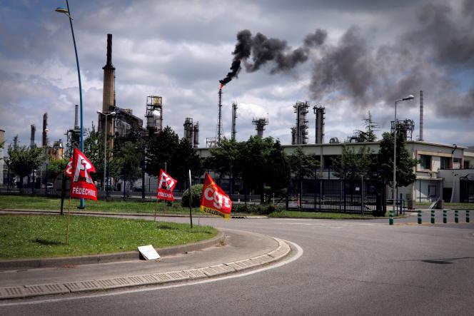 La raffinerie Exxon Mobil de Gravenchon cesse progressivement son activité, le 24 mai 2016, suite à la grève votée par une partie du personnel pour protester contre la loi Travail.