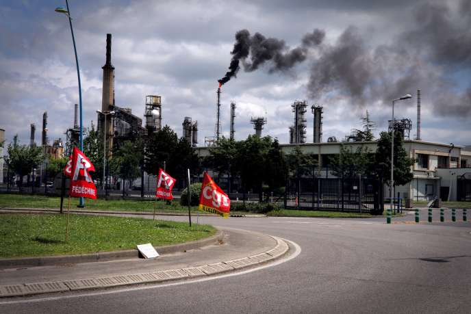 La raffinerie Exxon Mobil de Gravenchon cesse progressivement son activité, le24mai2016.
