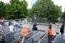La double barrière de sécurité installée avant les portes du Stade de France, à Saint-Denis.