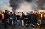 Les travailleurs en grève bloquent l'accès au port de Saint-Nazaire le 24 mai.