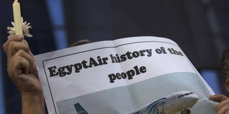 Les investigations se poursuivent pour déterminer les causes du crash de l'avion d'EgyptAir entre Paris et Le Caire, le 19 mai 2016.
