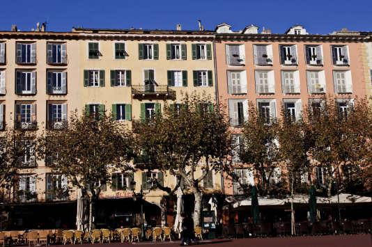 La place Saint-Nicolas et ses platanes.