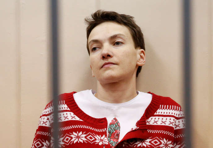 Ukrainian military pilot Nadezhda Savchenko looks out from a defendants' cage as she attends a court hearing in Moscow March 4, 2015. REUTERS/Maxim Zmeyev/File Photo     TPX IMAGES OF THE DAY