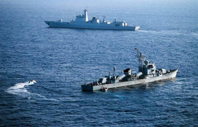 Des équipages de la flotte chinoise participent à un exercice dans les îles Paracel en mer de Chine méridionale,le 5 mai 2016.