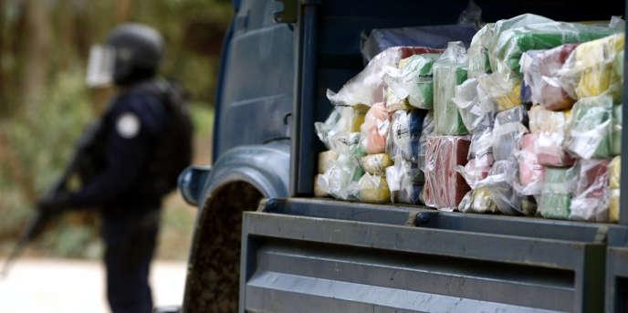 De la cocaïne prête à être détruite par la police sénégalaise, en 2007, à Dakar.