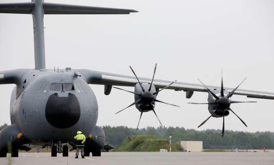 Les comptes du grand groupe européen de l'aéronautique sont fortement affectés par les effets de change et les déboires autour de l'avion militaire de transport A400M.