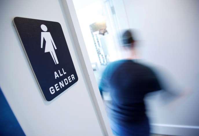La« guerre des toilettes» fermées aux transgenres fait rage aux Etats-Unis.